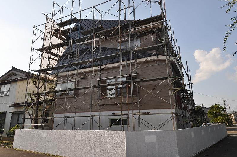 自然落雪式高床3Fのかなり大きな中古住宅。内外装とも大規模なリフォームとなりました。
