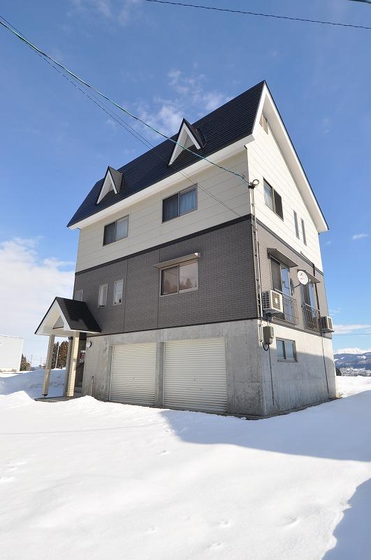 長岡市外のやや郊外の中古住宅。築浅でかなりクレー度の高い仕様ので維持管理の良い物件でした。
